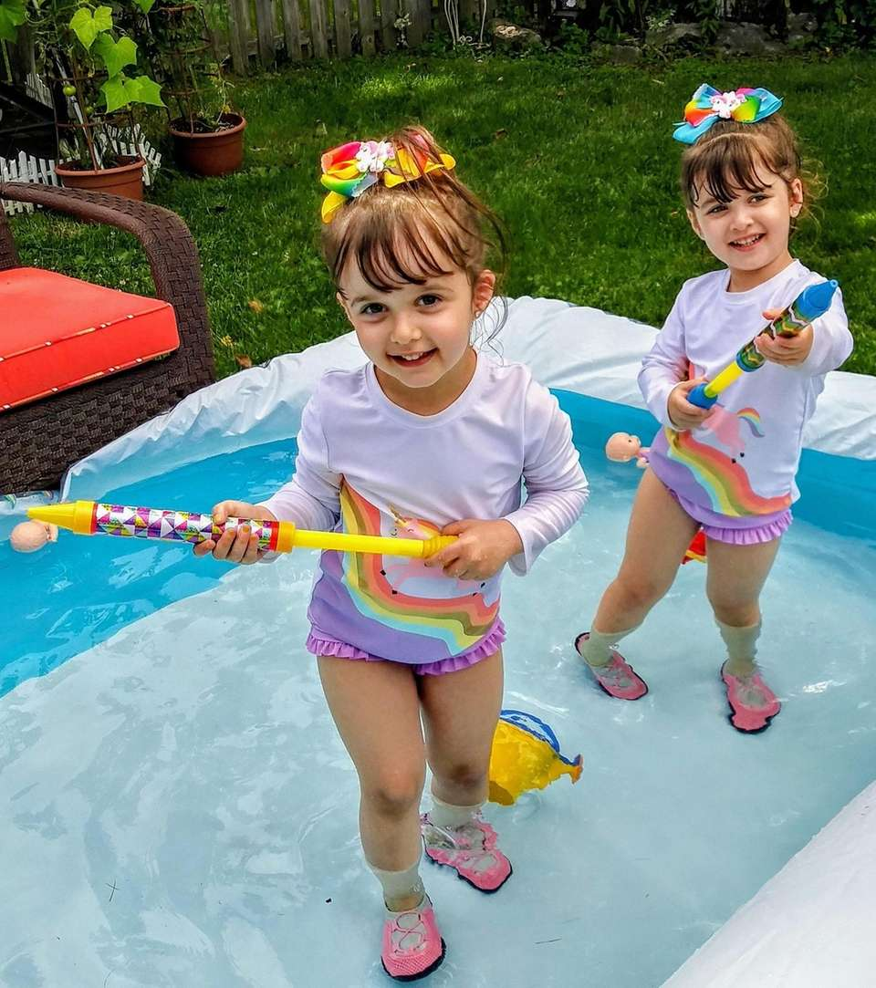 Twins Elle and Olivia Berman stay cool and