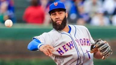 Mets shortstop Amed Rosario throws out Cubs leftfielder