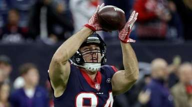 Texans tight end Ryan Griffin catches a pass