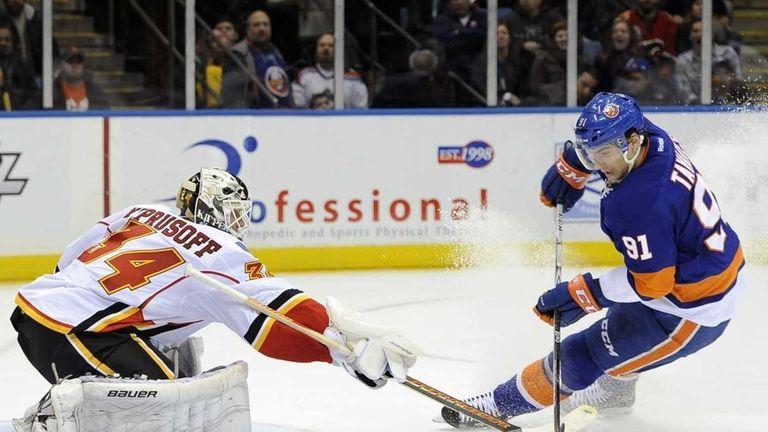Calgary Flames goalie Miikka Kiprusoff (34) blocks a