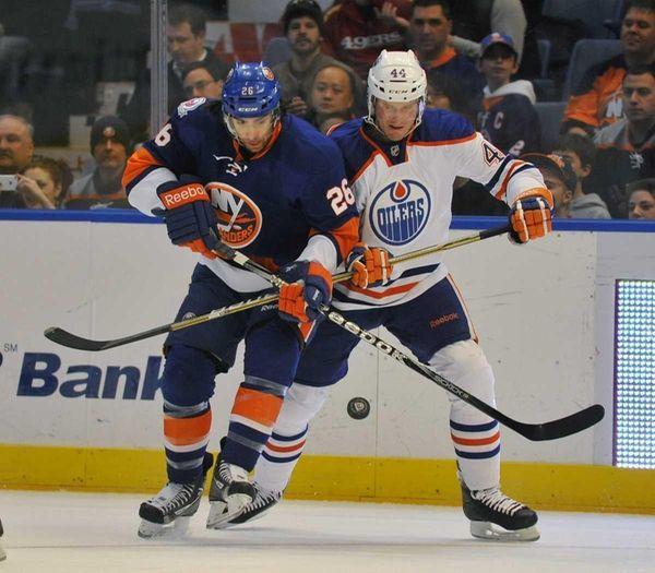 Matt Moulson of the Islanders and Corey Potter