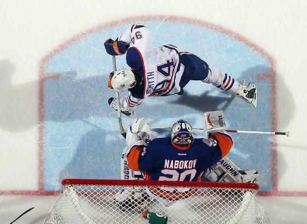 Ryan Smyth #94 of the Edmonton Oilers cuts