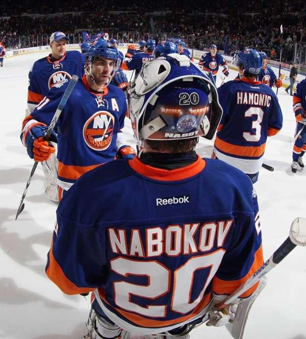 New York Islanders line up to congratulate Evgeni