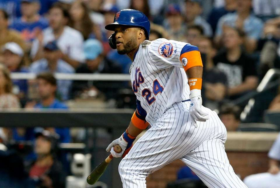 Mets second baseman Robinson Cano singles during the