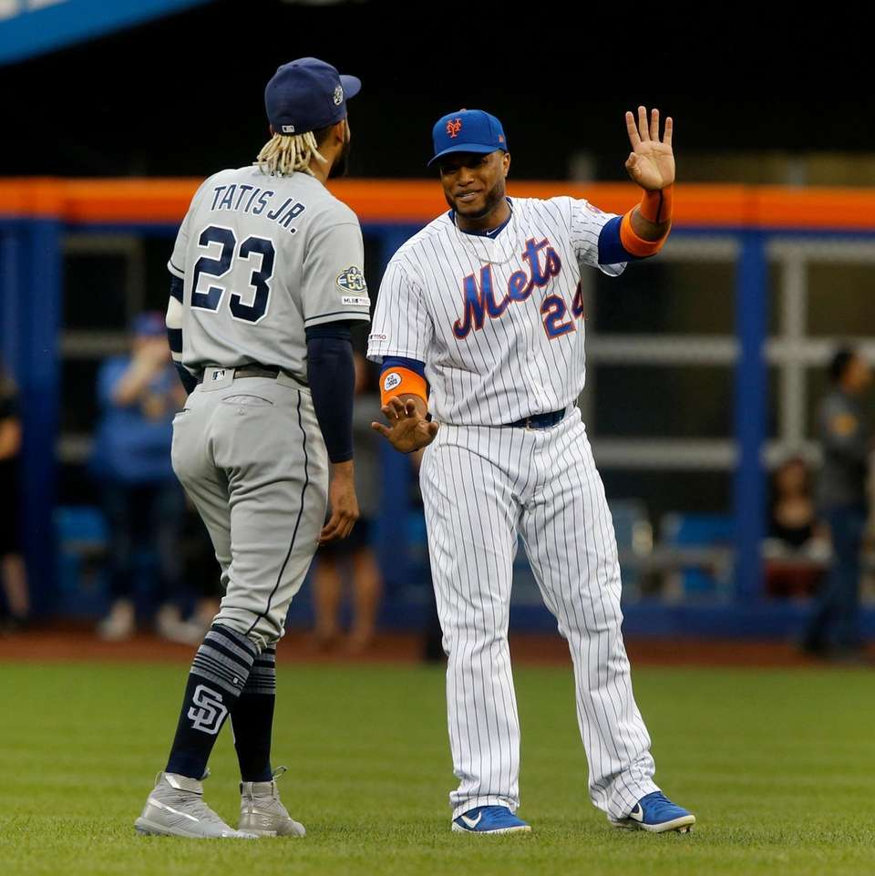 Robinson Cano #24 of the Mets greets Fernando