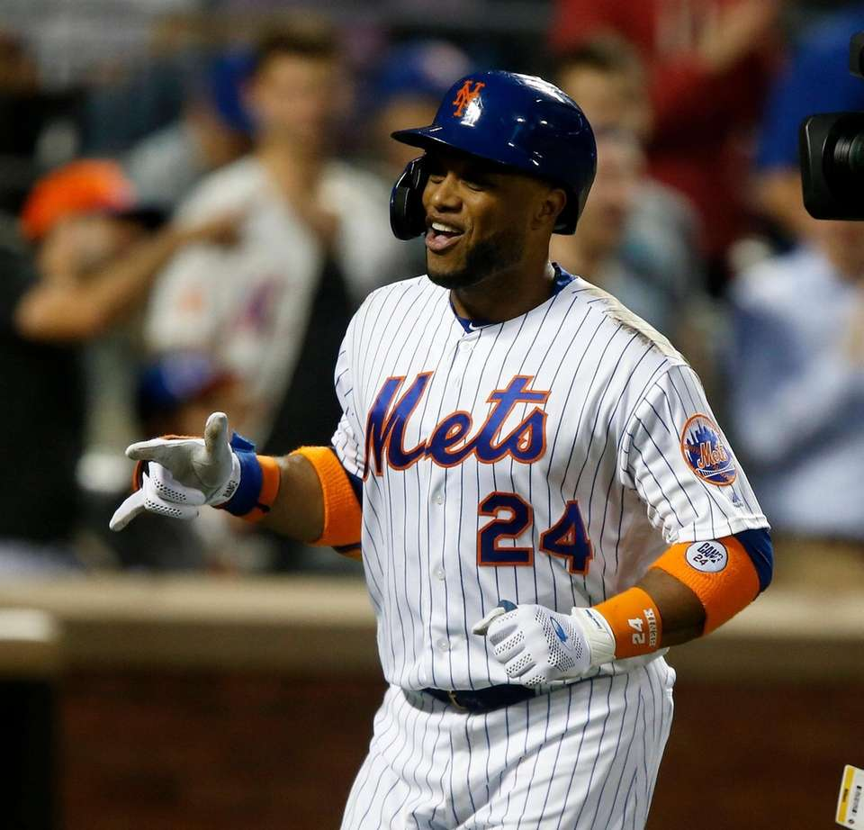 Robinson Cano #24 of the New York Mets