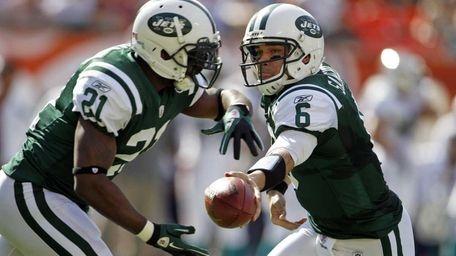 New York Jets quarterback Mark Sanchez hands the