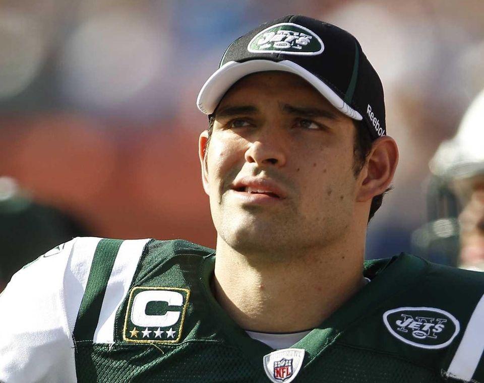 New York Jets quarterback Mark Sanchez looks up