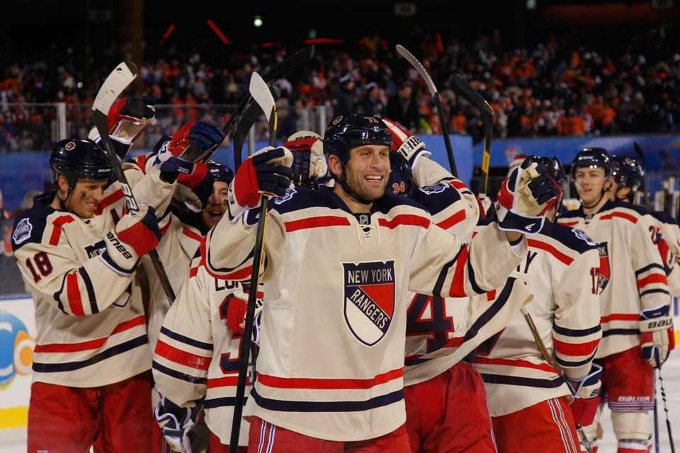 Mike Rupp #71 and the New York Rangers