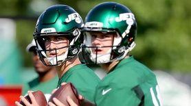 NY Jets backup quarterback Trevor Siemian (19) mirrors