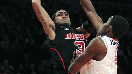 Louisville's Peyton Siva (3) shoots over St. John's