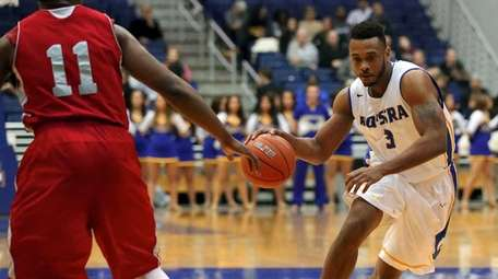 Hofstra's Zeke Upshaw drives the lane against Sacred