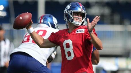 New York Giants quarterback Daniel Jones drops back