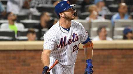 Pete Alonso watches the flight of his 34th