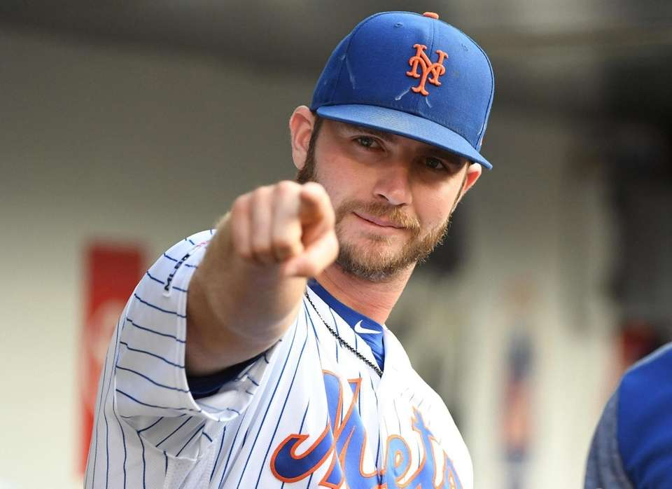 New York Mets' Pete Alonso points from the