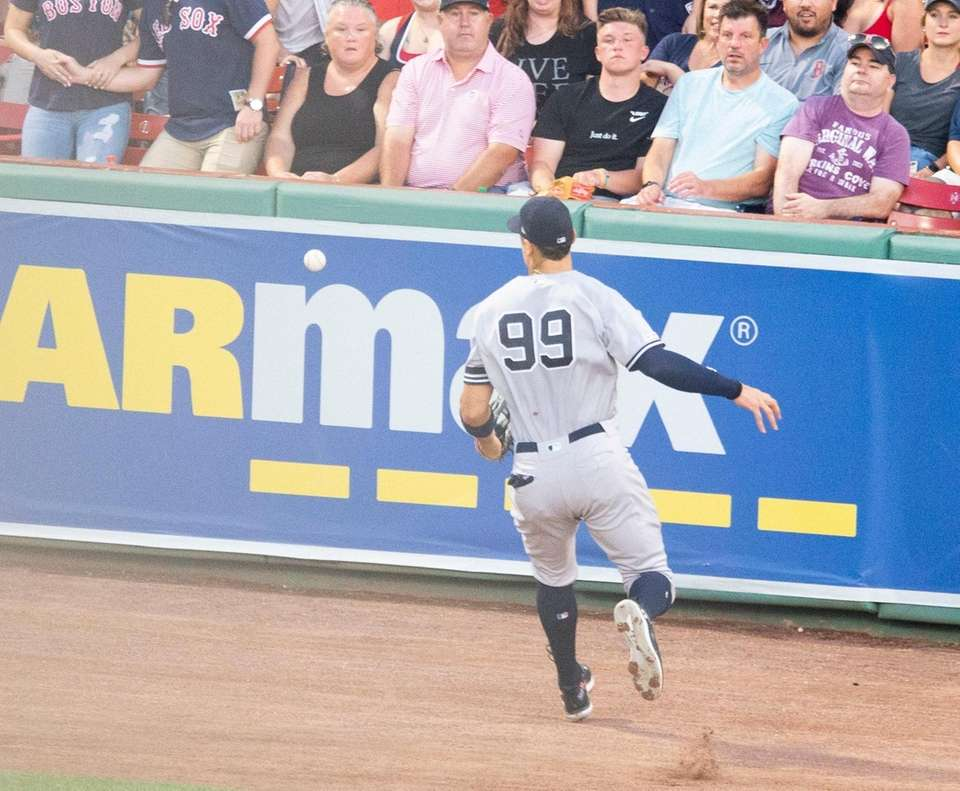 Yankees right fielder Aaron Judge chases the ball