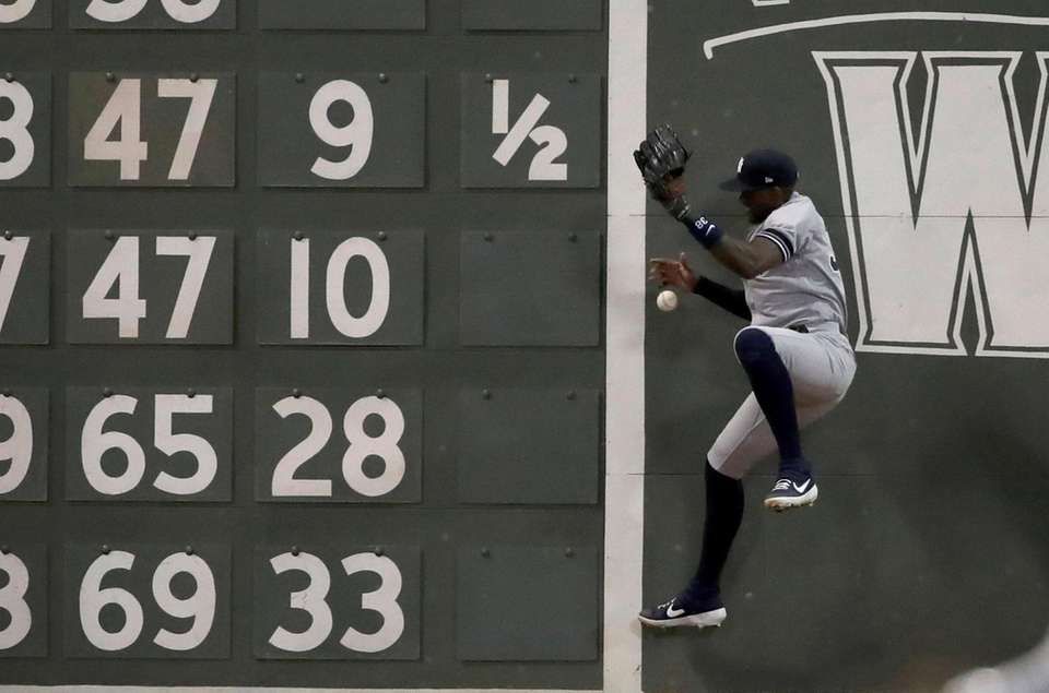 Yankees left fielder Cameron Maybin jumps but can't