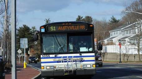 05 January 2012: A southbound Suffolk Transit S1