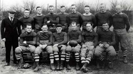 The pre-NFL 1918 Dayton Triangles. Hall of Famer