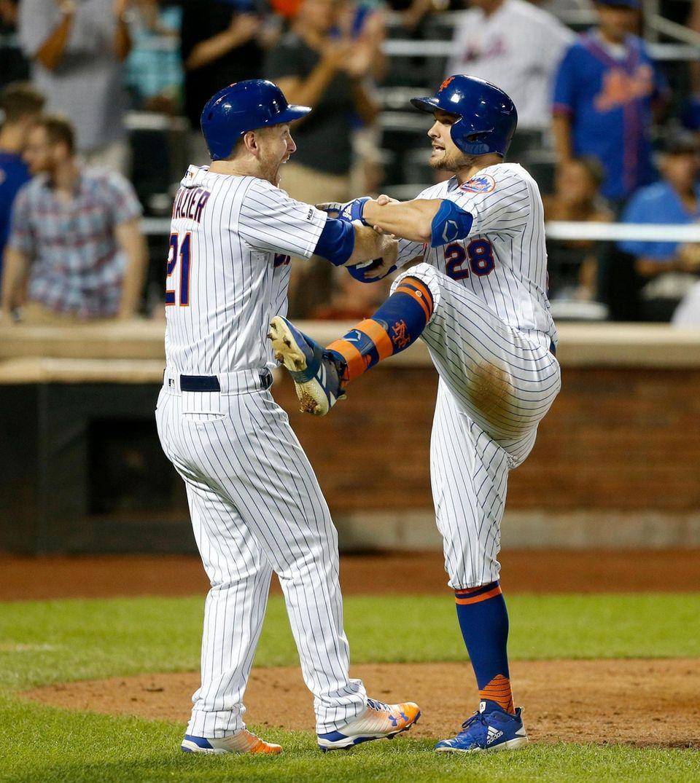 J.D. Davis #28 of the New York Mets