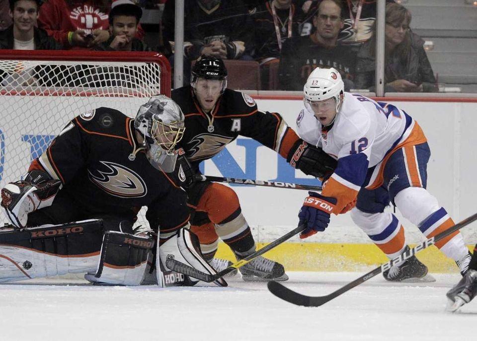 New York Islanders center Josh Bailey, right, tries