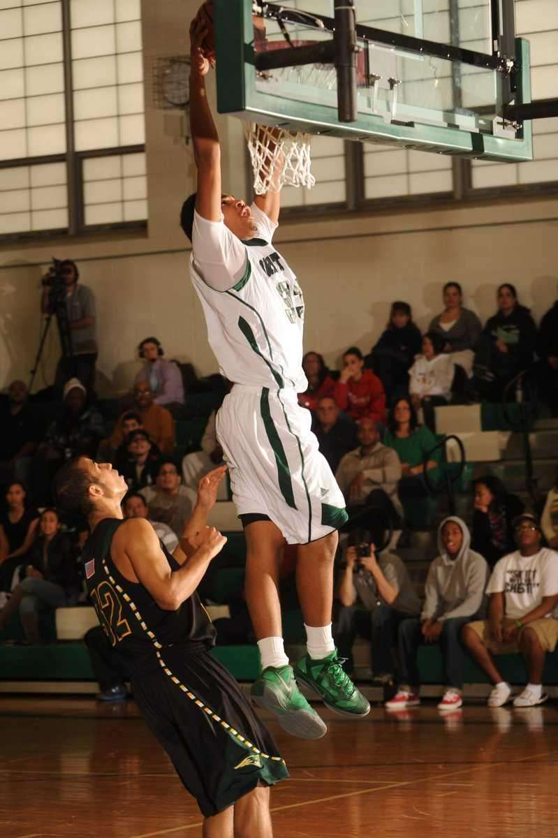 Brentwood's #33 Ira Burton dunks for 2 points