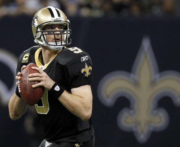New Orleans Saints quarterback Drew Brees drops back