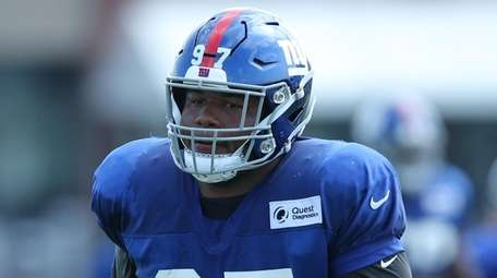 Giants defensive tackle Dexter Lawrence runs a defensive