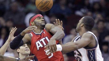 Atlanta Hawks' Josh Smith (5) competes for the