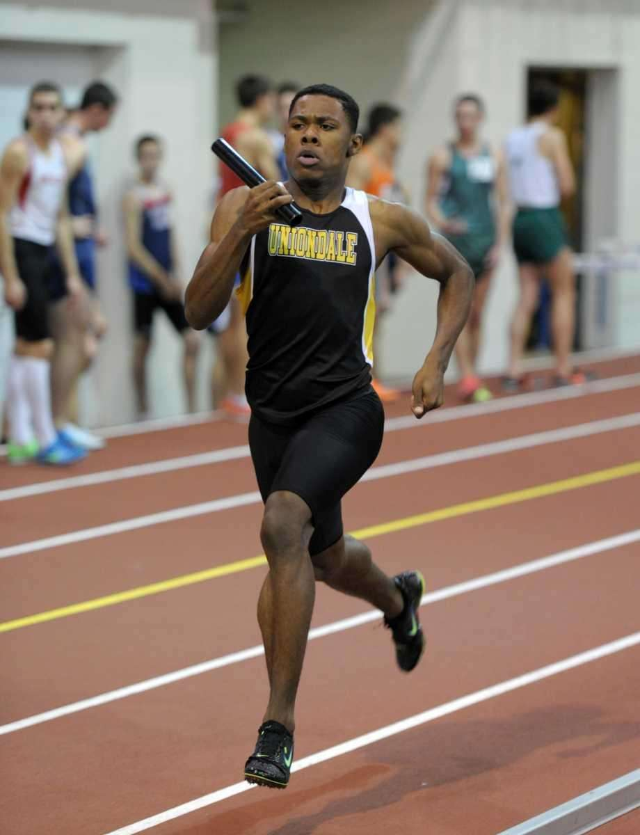 Tresean Goodwin of Uniondale running the anchor leg