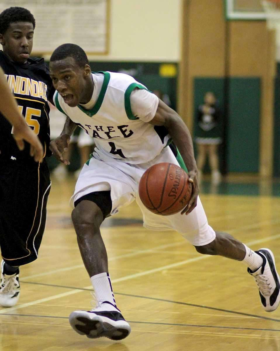 Farmingdale G Dalique Mingo #4, drives the lane