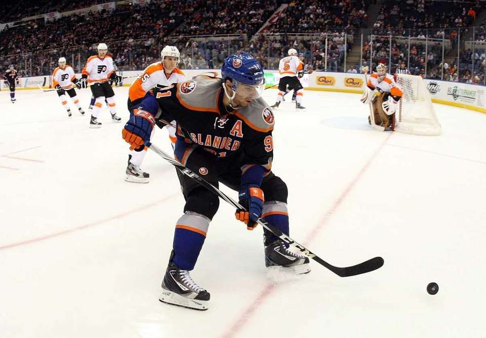 John Tavares skates against the Philadelphia Flyers. (Jan.