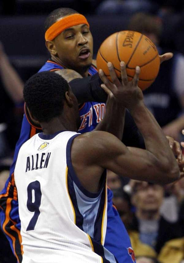 Memphis Grizzlies guard Tony Allen, left, tries to