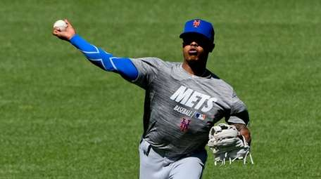 Mets pitcher Marcus Stroman warms up before the