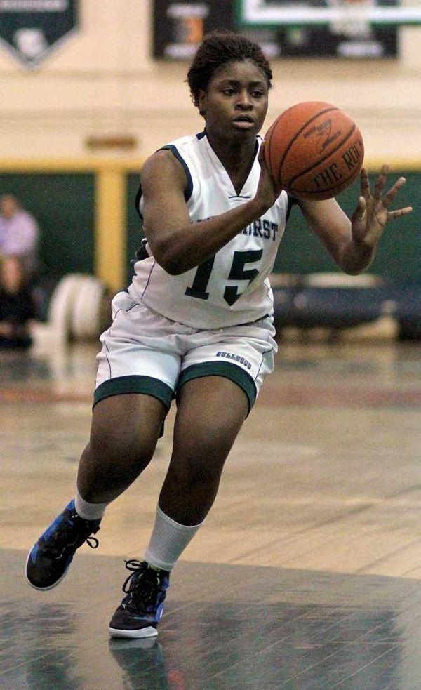 Lindenhurst's Valerie Oyakhilome passes the ball. (Jan. 13,