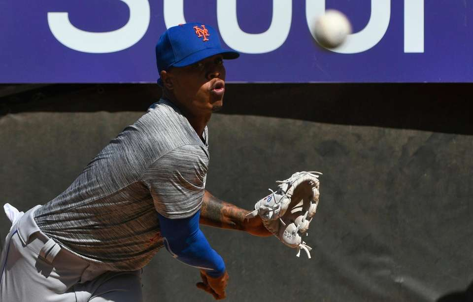 Mets pitcher Marcus Stroman warms up in the