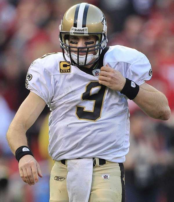 New Orleans Saints quarterback Drew Brees (9) adjusts
