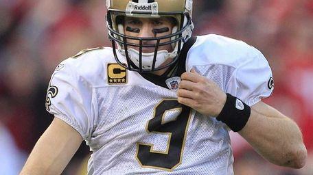 New Orleans Saints quarterback Drew Brees (9) adjusts
