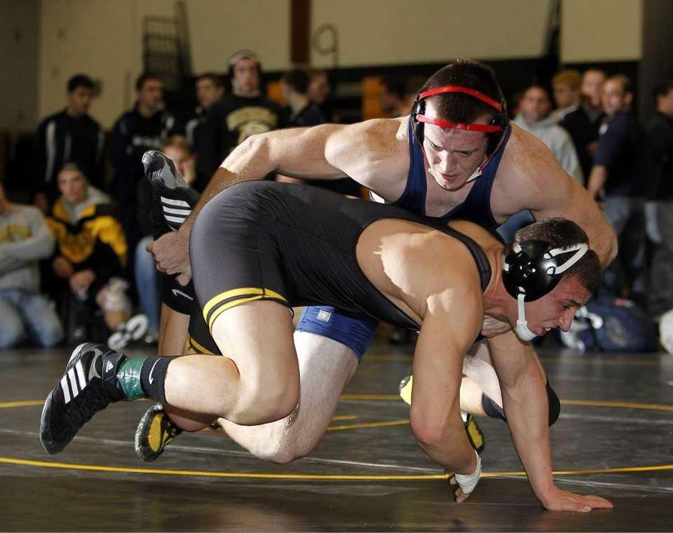 Ryan Kelly with the ankle takedown of Sachem