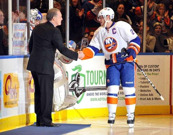 Islanders Hall of Fame player Pat Flatley greets