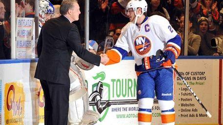 Islanders Hall of Fame player Pat Flatley greets