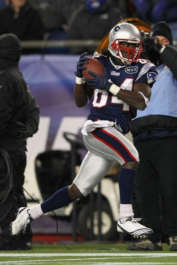 Deion Branch of the New England Patriots catches