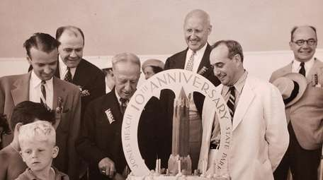 Al Smith and Robert Moses cut the cake