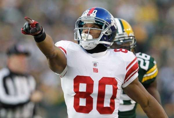 New York Giants wide receiver Victor Cruz reacts