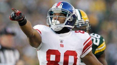 New York Giants wide receiver Victor Cruz reacts