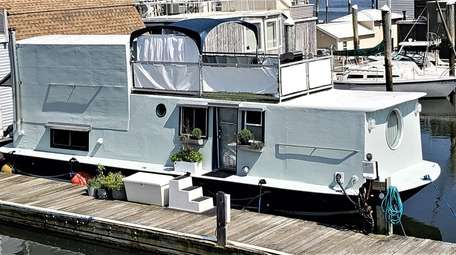 This Port Washington houseboat was built in 2010