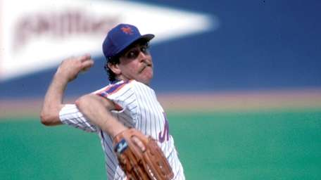 New York Mets Frank Viola(29) in action during