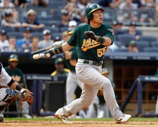 Hideki Matsui singles in the ninth inning against