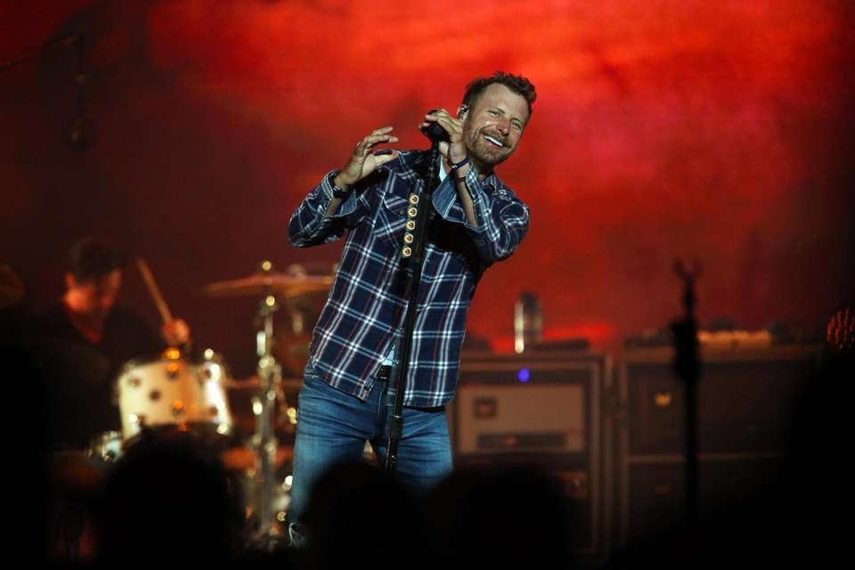 Dierks Bentley takes the stage at Northwell Health