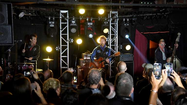 Stray Cats reunite to 'Rock This Town,' back home on LI